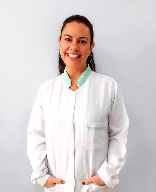 leticia periodontista